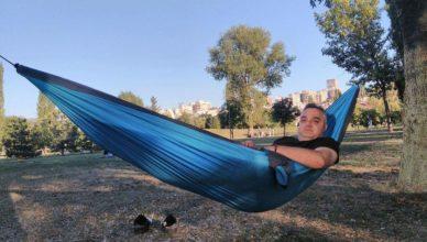 преживяване с хамак в парка